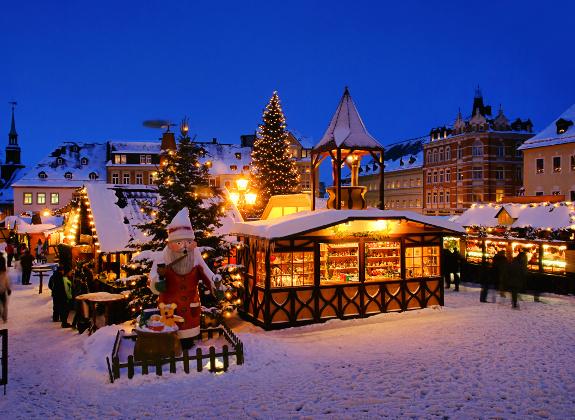 Weihnachtsmarkt im Schnee